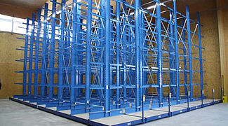 Mobile cantilever racking
